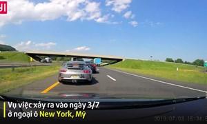 [Video] Tài xế Porsche tránh va chạm nhờ phản xạ siêu nhanh