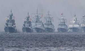 [Video] Màn duyệt binh rầm rộ của tàu chiến, máy bay Nga