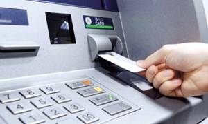 Ngân hàng Nhà nước yêu cầu các ngân hàng giảm phí giao dịch trên ATM, POS