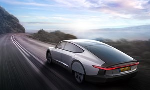 [Video] Ôtô điện tự sạc bằng năng lượng mặt trời đầu tiên trên thế giới