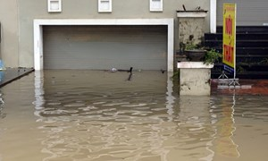 [Video] Hàng chục hầm nhà liền kề ở Hà Nội ngập nước