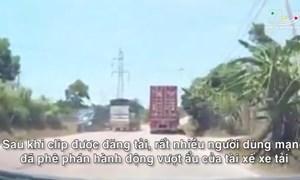 [Video] Vượt ẩu nơi có biển cấm, xe tải đấu đầu xe khách