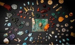 [Video] Tìm thấy hòm châu báu chứa đá quý bị chôn vùi trong thảm họa núi lửa cách đây 2000 năm