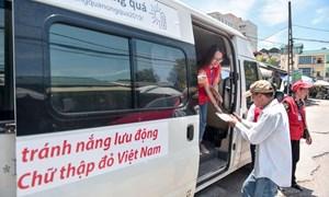 [Video] Hà Nội: Dùng xe buýt làm điểm trú nóng cho người lao động
