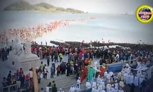 [Video] Kỳ thú con đường lộ diện khi mặt biển tự chia làm đôi