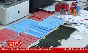 [Video] Hà Nội: Triệt phá đường dây làm giả sổ hộ khẩu, sổ tạm trú
