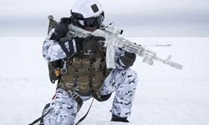 [Video] Xem lính Nga trổ tài đổ bộ tấn công ở nơi khắc nghiệt nhất thế giới