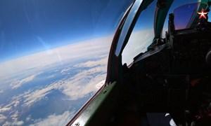 """[Video] Cận cảnh MiG-31 chặn máy bay """"địch"""" ở tầm cao 20km trong cuộc tập trận"""