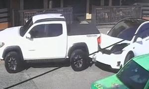 [Video] Tesla Model X đột nhiên mất lái