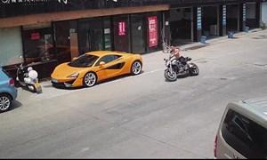 [Video] Biker bồi thường hơn 70.000 USD vì tông vào siêu xe McLaren 570S