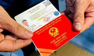 [Video] Công an đột kích xưởng làm giả sổ đỏ, thẻ nhà báo