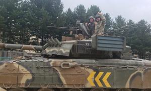 [Video] Lính Mỹ lái thử xe tăng T-80 Liên Xô