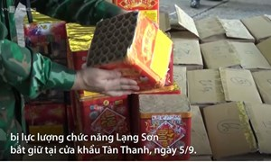 [Video] Xe container chở 13 tấn pháo