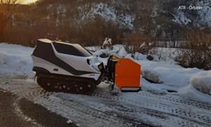 [Video] Robot dọn tuyết điều khiển từ xa