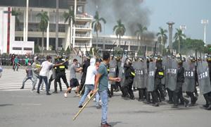 [Video] Cảnh sát diễn tập giải tán đám đông biểu tình