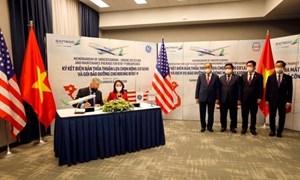 Chủ tịch nước Nguyễn Xuân Phúc dự lễ ký kết hợp đồng giữa các doanh nghiệp Việt Nam và Hoa Kỳ