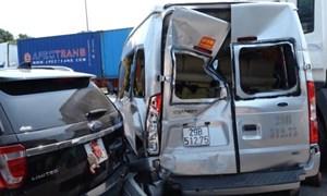 [Video] Xe đầu kéo đâm một loạt xe chờ đèn đỏ