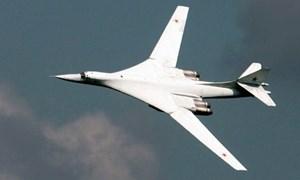 """[Video] Cận cảnh """"thiên nga trắng"""" Tu-160 của Nga phô diễn sức mạnh ở Syria"""