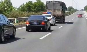 [Video] Bức xúc tình trạng phương tiện không nhường đường cho xe ưu tiên