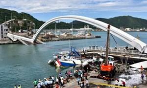 [Video] Cận cảnh vụ sập cầu nghiêm trọng tại Đài Loan