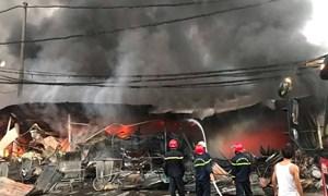 [Video] Cháy lớn tại chợ Còng khiến hàng trăm ki ốt bị thiêu rụi
