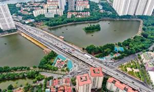 [Video] Người dân thoát ùn tắc sau thông xe cầu vượt hồ Linh Đàm