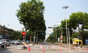[Video] Tiếp tục rào chắn nửa đường Kim Mã, giao thông căng thẳng giờ tan tầm