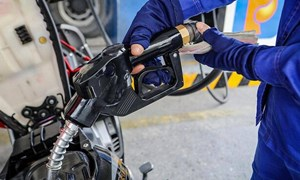 Giá xăng dầu tăng tốc do Saudi Arabia từ chối tăng sản lượng