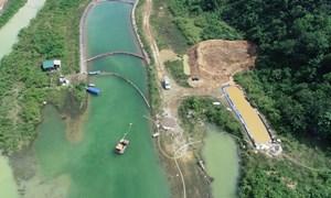 [Ảnh] Quá trình xử lý dầu thải ở đầu nguồn nước sông Đà