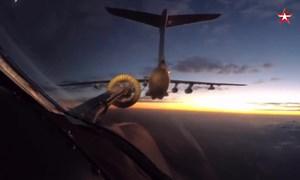 [Video] Cảnh tiếp nhiên liệu trên không ngoạn mục của Tu-160 lúc bình minh