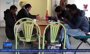 [Video] Cận cảnh cuộc sống chui lủi của những người tị nạn Pháp