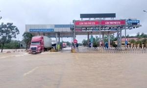 [Video] Miễn phí đường bộ cho xe chở hàng cứu trợ