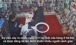 [Video] Rút trộm tiền ngay trên tay cô gái bán hàng