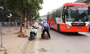 [Video] Xe khách chạy