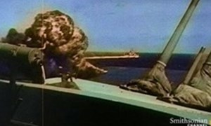 [Video] Xem tàu ngầm Mỹ đánh bay tàu hỏa Nhật Bản trong Thế chiến 2