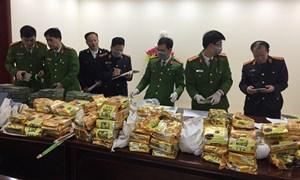 Bắt giữ nhóm đối tượng chở 8 bao tải nghi chứa ma túy