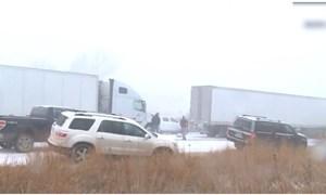 [Video] 50 xe đâm liên hoàn do bão tuyết ở Mỹ