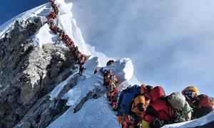 [Infographics] Năm 2019 chứng kiến kỷ lục chinh phục đỉnh Everest
