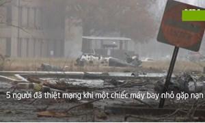 [Video] Máy bay gặp nạn, rơi trúng ôtô dưới đất