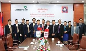Vietcombank Lào và Tổng Công ty Xăng dầu Nhà nước Lào ký hợp tác tài trợ tín dụng
