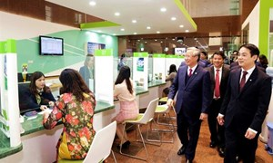 Đồng chí Trần Quốc Vượng - Ủy viên Bộ Chính trị, Thường trực Ban Bí thư thăm và chúc Tết Vietcombank