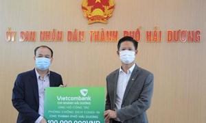 Vietcombank Hải Dương ủng hộ 100 triệu đồng phòng chống dịch Covid-19