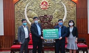 Vietcombank tặng xe cứu thương và máy siêu âm màu cho tỉnh Hưng Yên