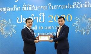 Vietcombank Lào được tặng Bằng khen thực hiện tốt nghĩa vụ thuế năm 2020
