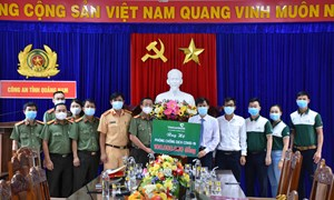 Vietcombank Quảng Nam hỗ trợ lực lượng công an Tỉnh phòng chống dịch Covid-19