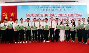 Vietcombank Cần Thơ đồng hành, tuyên dương học sinh giỏi