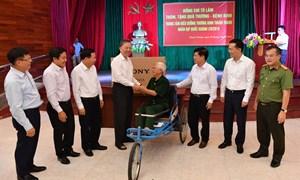 Lãnh đạo Vietcombank tham gia Đoàn công tác thăm và tặng quà thương binh tại Bắc Ninh