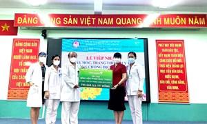 Vietcombank trao 5,5 tỷ đồng hỗ trợ Bệnh viện Phạm Ngọc Thạch phòng, chống dịch