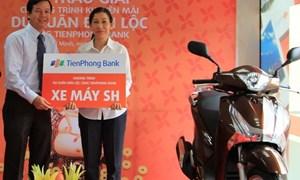 TienPhong Bank trao thưởng cho khách hàng