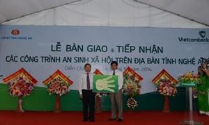 Vietcombank bàn giao nhiều công trình an sinh xã hội cho Nghệ An